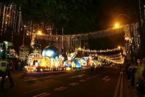 Gemerlap Natal di sepanjang Orchard