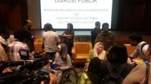 Lingkungan yang ramah bagi penyandang disabilitas memerlukan kerjasama dengan pelbagai pihak termasuk pemangku kebijakan.