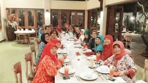 #Day1 Dinner gaya dengan dresscode  batik, di resto Sasanti.