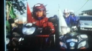 Sri Lestari dengan motornya, mengarungi 2500 km selama sebulan
