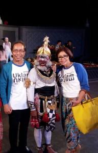 #Day2 Phose yang nggak mainstream, foto dengan Hanoman.